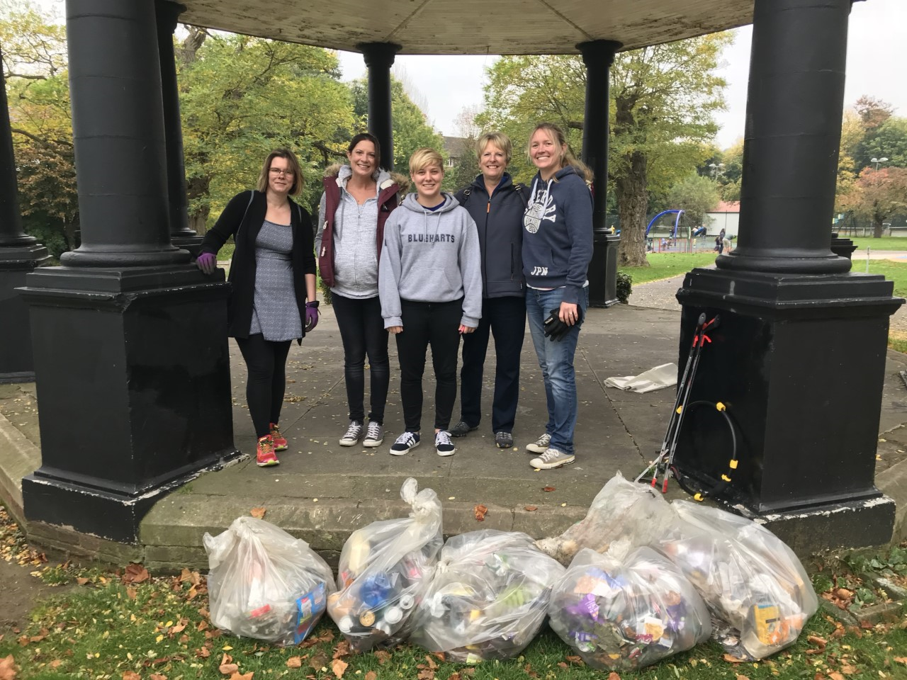 Bancroft Team of Big Hitchin Autumn Tidy Up Volunteers