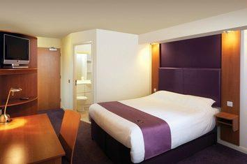 Premier Inn East Midlands Airport bedroom