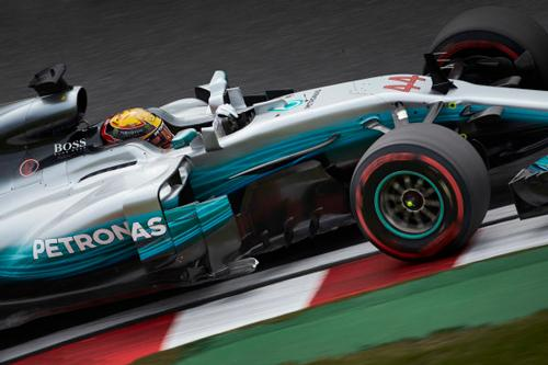Lewis claims pole in Suzuka with Valtteri coming in second