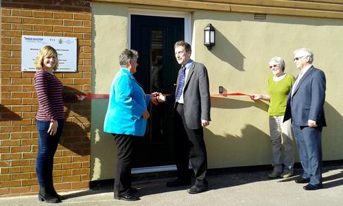 Cllr Caryl Billingham MBE cuts the ribbon with BBC Radio Northampton reporter Martin Heath, flanked by members of the Green Norton Community Centre Association