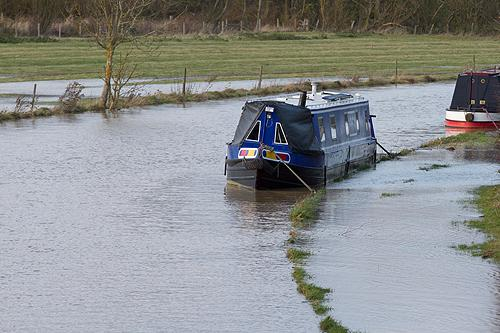 Grand Union Canal breaks banks and floods towpath over long section south of Stoke Bruerne