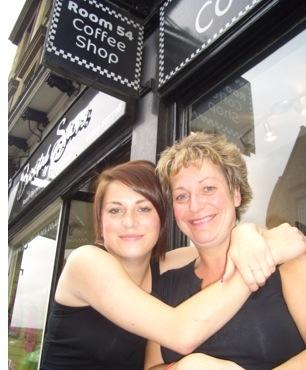 Alison Vinden with daughter Amy