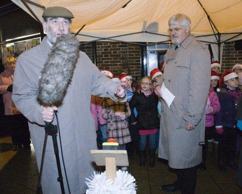 Cllr Wellman turns on the Christmas Lights