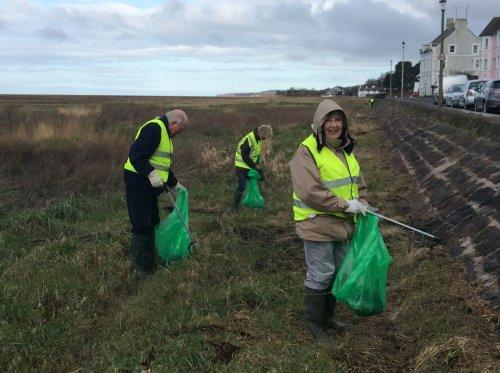 Parkgate volunteers clean for the Queen